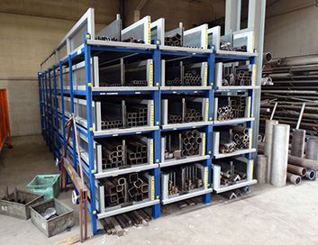 Profile rack with extendable cassettes