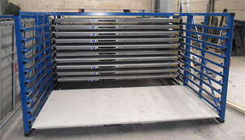 Metal sheet rack with extendable drawers