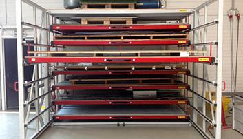 Platen kunnen rechtstreeks in de laden gelegd worden of op palletten