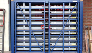 Simplified loading and unloading process with two-sided metal sheet rack horizontal