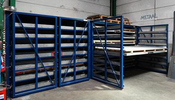Opslag metalen platen in laden
