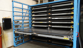 Direct acces to sheetmetal with roll out drawers